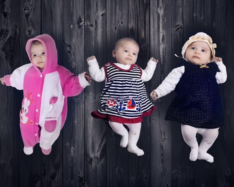 Μικρό κοριτσάκι στοκ φωτογραφίες με δικαίωμα ελεύθερης χρήσης