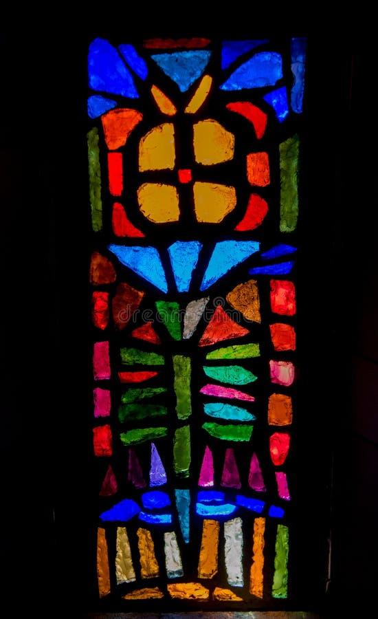 Μικρό λεκιασμένο παράθυρο γυαλιού στη βασιλική Annunciation, στοκ φωτογραφία με δικαίωμα ελεύθερης χρήσης