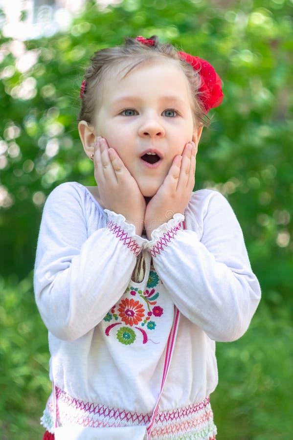Μικρό ουκρανικό παιδί κοριτσιών στοκ φωτογραφία με δικαίωμα ελεύθερης χρήσης