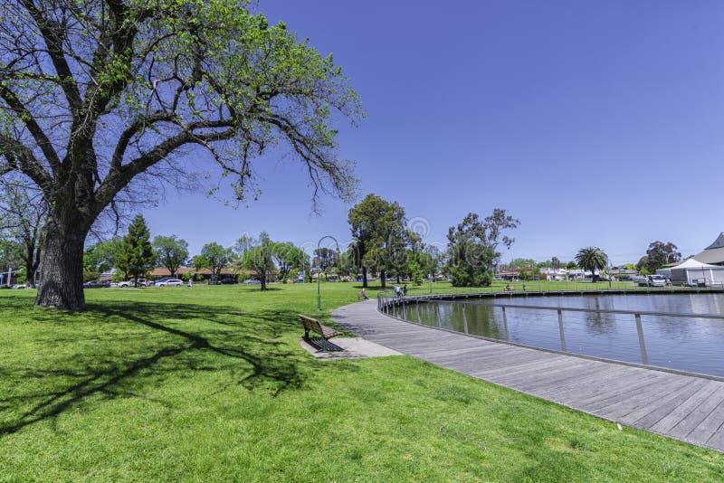 Μικρό πάρκο αναψυχής με η διαδρομή στοκ φωτογραφία με δικαίωμα ελεύθερης χρήσης