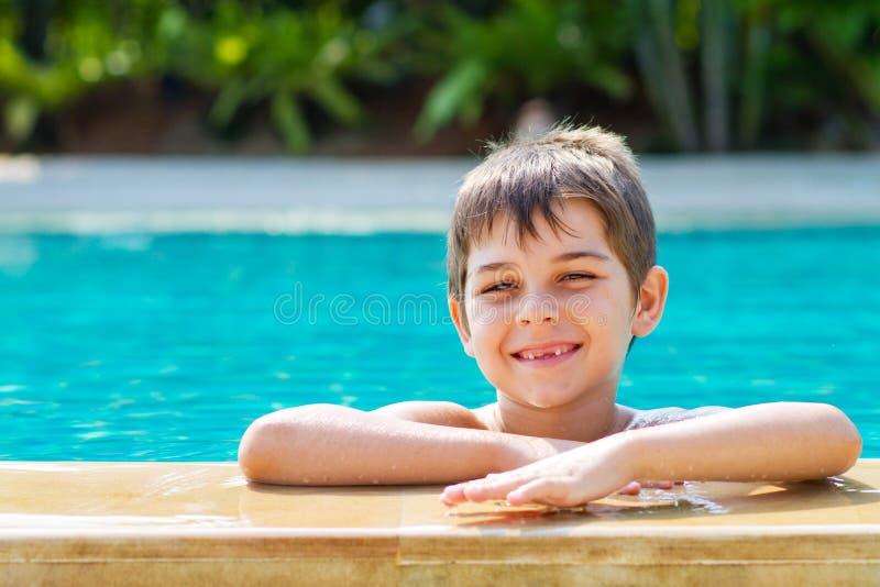 Μικρό παιδί από τη λίμνη στοκ φωτογραφία με δικαίωμα ελεύθερης χρήσης