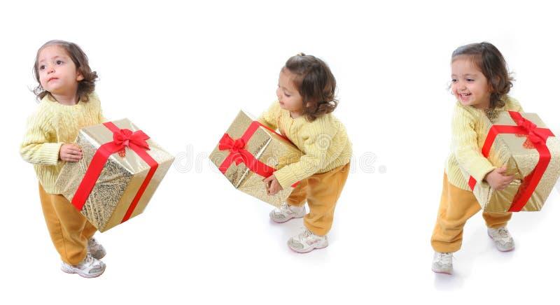 μικρό παιδί δώρων Χριστουγέννων στοκ φωτογραφίες με δικαίωμα ελεύθερης χρήσης