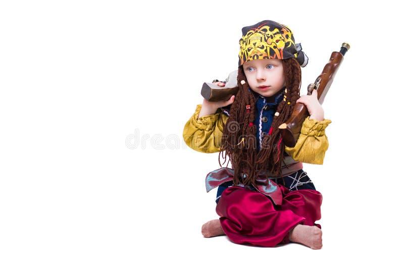 Μικρό παιδί που φορά όπως έναν πειρατή στοκ εικόνα