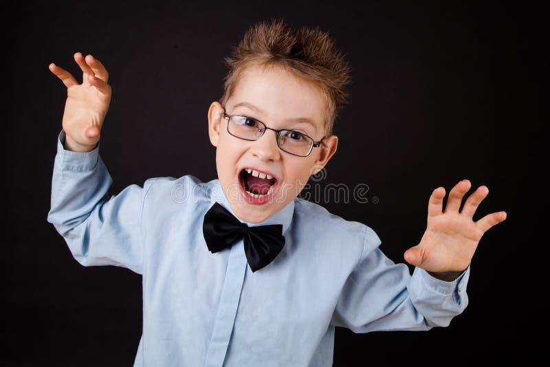 Μικρό παιδί με το αστείο πρόσωπο στοκ φωτογραφία με δικαίωμα ελεύθερης χρήσης