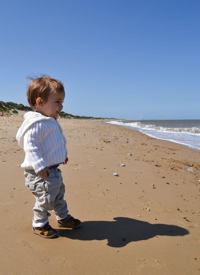 μικρό παιδί παραλιών στοκ φωτογραφία με δικαίωμα ελεύθερης χρήσης