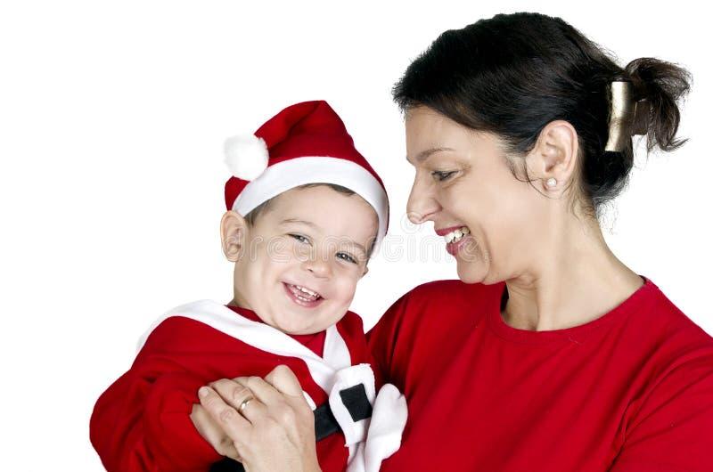 Μικρό παιδί στα ενδύματα Άγιου Βασίλη με τη γιαγιά του στοκ εικόνες με δικαίωμα ελεύθερης χρήσης
