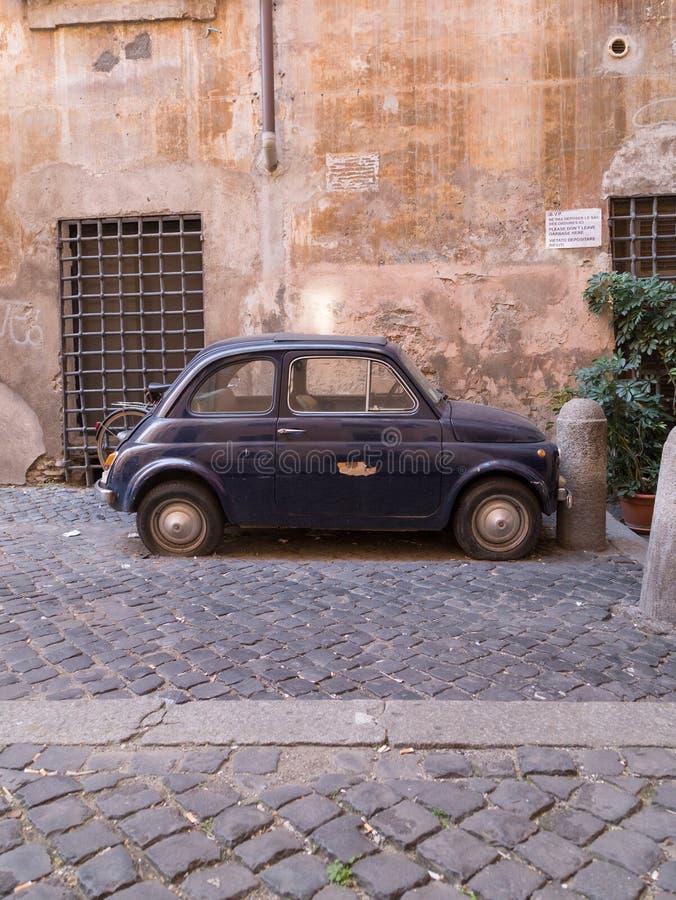 Μικρό παλαιό κλασικό αυτοκίνητο στοκ φωτογραφία με δικαίωμα ελεύθερης χρήσης