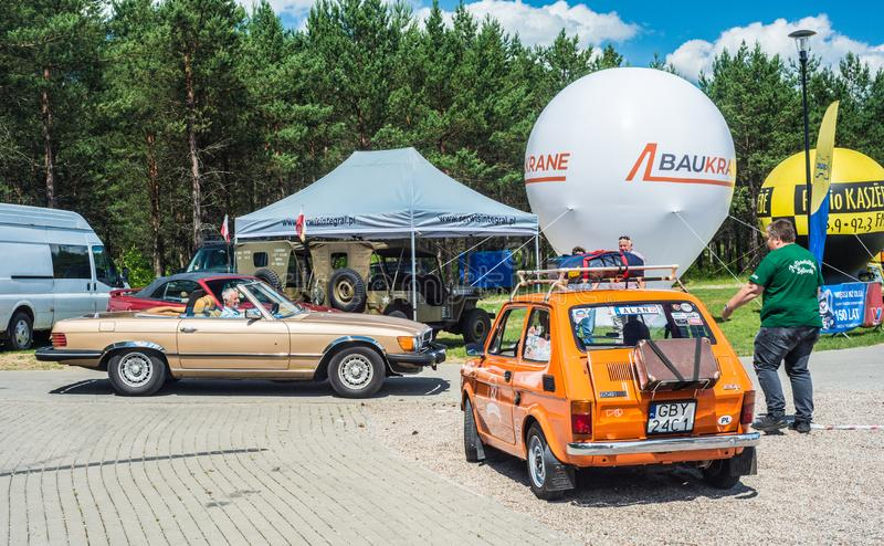Μικρό πορτοκαλί εκλεκτής ποιότητας αυτοκίνητο Polski Φίατ 126p στοκ φωτογραφία με δικαίωμα ελεύθερης χρήσης