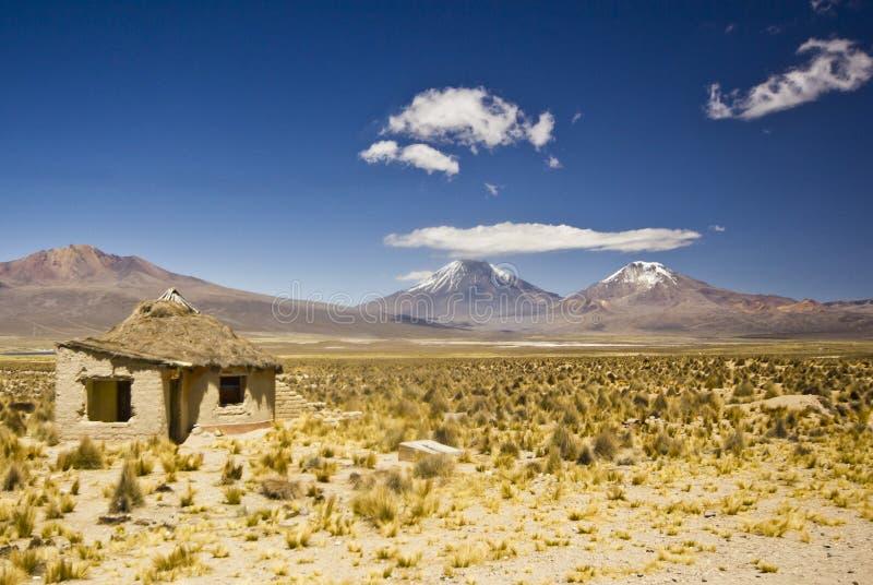 Μικρό σπίτι στη Βολιβία κοντά στο ηφαίστειο Sajama στοκ φωτογραφίες