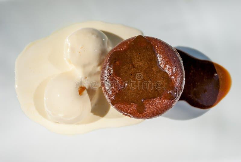 Μικρό gateau με το παγωτό στοκ εικόνες