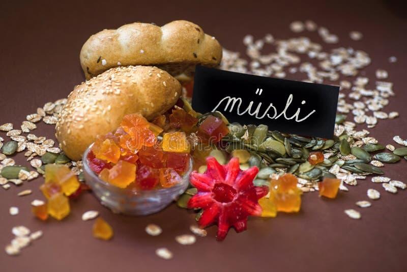 Μικτά γλασαρισμένα φρούτα, oat-meal και χειρόγραφη επιγραφή στοκ φωτογραφίες με δικαίωμα ελεύθερης χρήσης