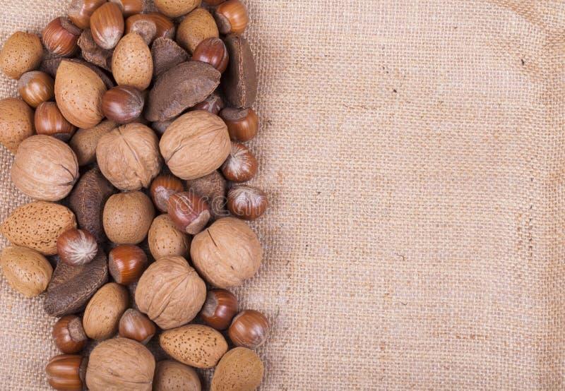 Μικτά καρύδια hessian στοκ φωτογραφία