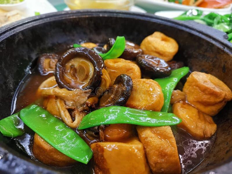 Μικτά μανιτάρια με Tofu αυγών @ το κινεζικό/από την Καντώνα εστιατόριο στοκ φωτογραφία με δικαίωμα ελεύθερης χρήσης