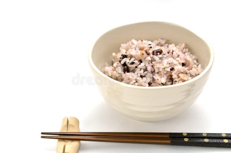Μικτό ρύζι στο ιαπωνικό κύπελλο ρυζιού στοκ εικόνα