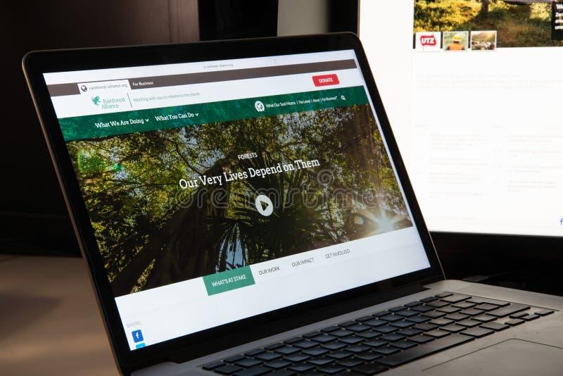 Μιλάνο, Ιταλία - 15 Αυγούστου 2018: Ιστοχώρος ΜΚΟ συμμαχίας τροπικών δασών στοκ εικόνες