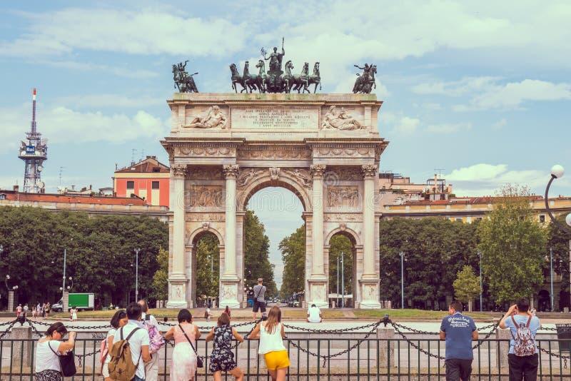 Μιλάνο, Ιταλία - 14 08 2018: Αψίδα ειρήνης ή πύλη Sempione Mil στοκ φωτογραφία με δικαίωμα ελεύθερης χρήσης