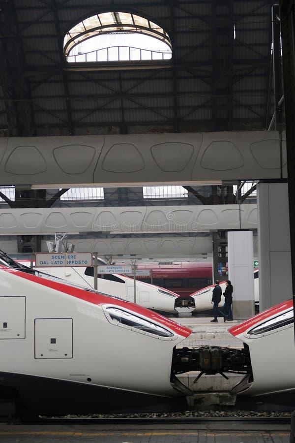 Μιλάνο, κεντρικός σταθμός 11/04/2017 Ατμομηχανές υψηλής ταχύτητας στοκ φωτογραφία