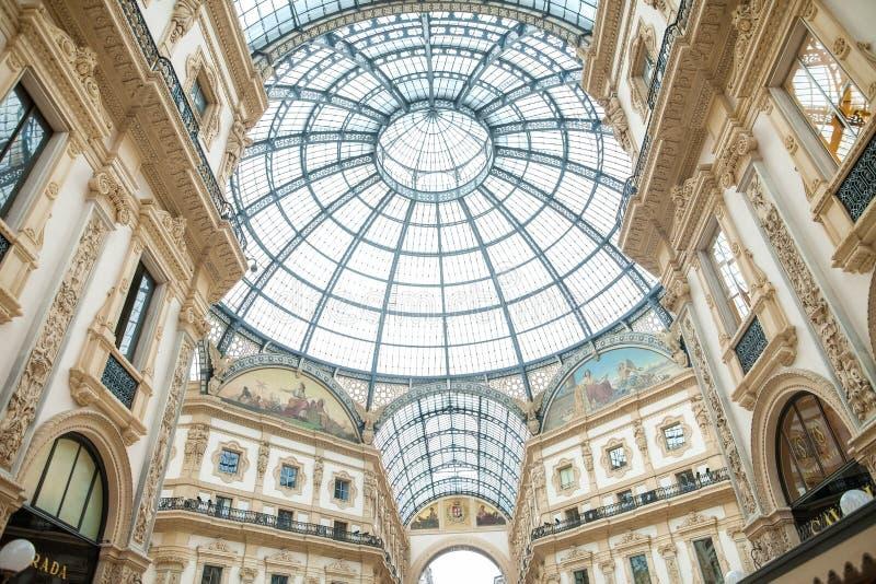 ΜΙΛΑΝΟ, ΙΤΑΛΙΑ - 8 ΙΟΥΝΊΟΥ 2016: Άποψη Galleria Vittorio Emanuele στοκ εικόνες