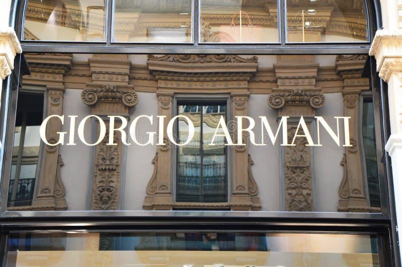 ΜΙΛΑΝΟ, ΙΤΑΛΙΑ - 7 ΣΕΠΤΕΜΒΡΊΟΥ 2017: Πρόσοψη του καταστήματος του Giorgio Armani μέσα σε Galleria Vittorio Emanuele ΙΙ οι παγκόσμ στοκ φωτογραφίες με δικαίωμα ελεύθερης χρήσης