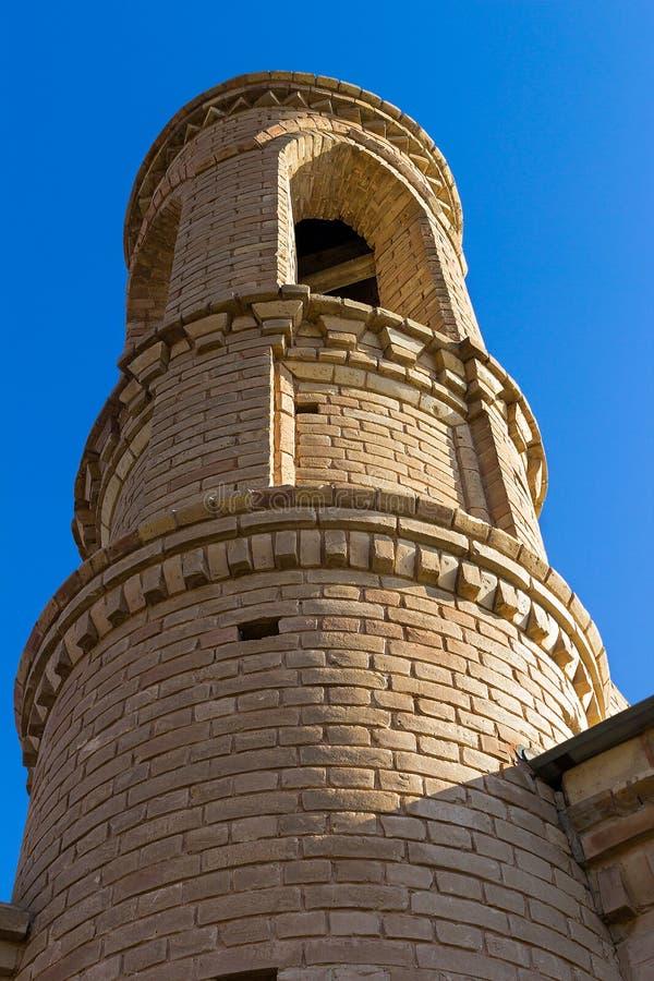 Μιναρές του μουσουλμανικού τεμένους στο υπόβαθρο του μπλε ουρανού στοκ εικόνες