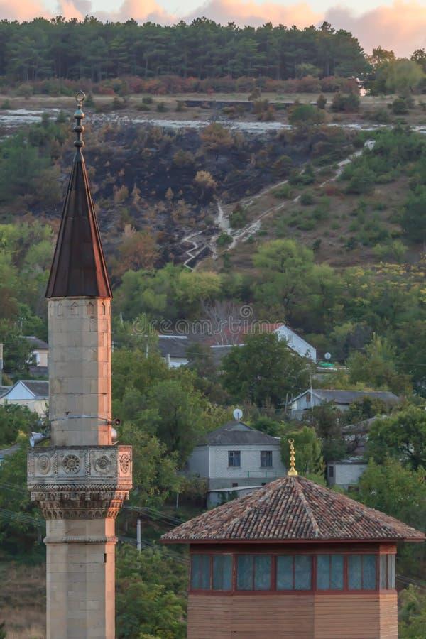Μιναρές Bakhchysaray ενός μουσουλμανικού τεμένους στο ηλιοβασίλεμα Κριμαία στοκ εικόνες