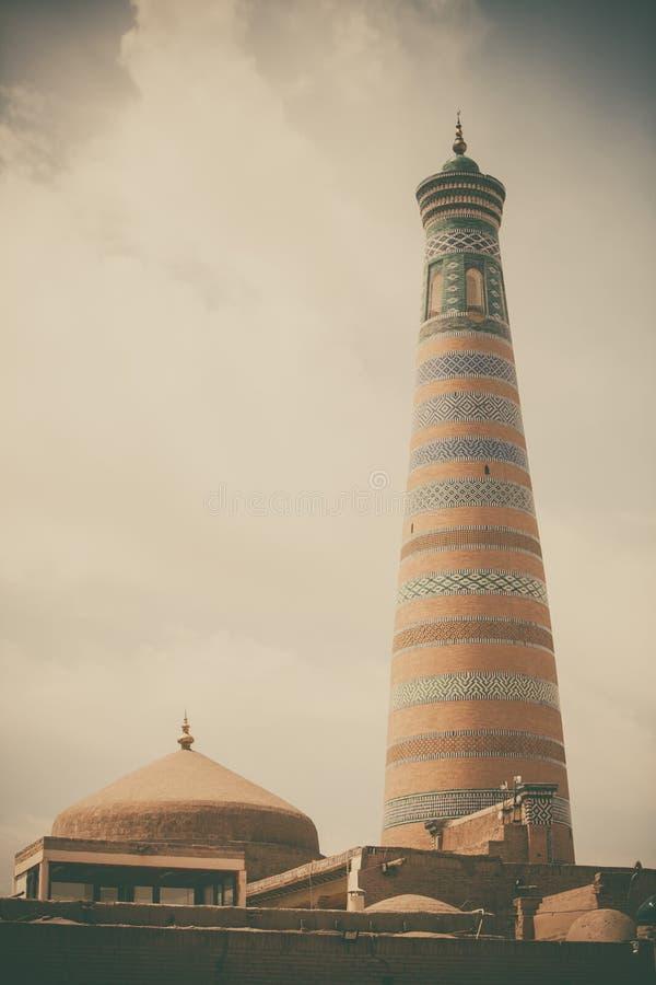 Μιναρές Khoja Ισλάμ σε Khiva στοκ εικόνα