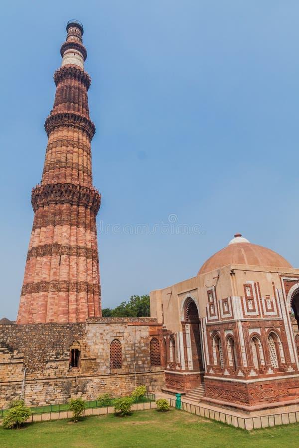 Μιναρές Minar Qutub και πύλη Alai Darwaza Alai, στο Δελχί, Indi στοκ φωτογραφία με δικαίωμα ελεύθερης χρήσης