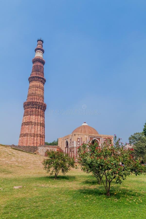 Μιναρές Minar Qutub και πύλη Alai Darwaza Alai, στο Δελχί, Indi στοκ εικόνες