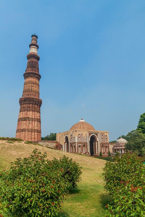 Μιναρές Minar Qutub και πύλη Alai Darwaza Alai, στο Δελχί, Indi στοκ φωτογραφίες με δικαίωμα ελεύθερης χρήσης