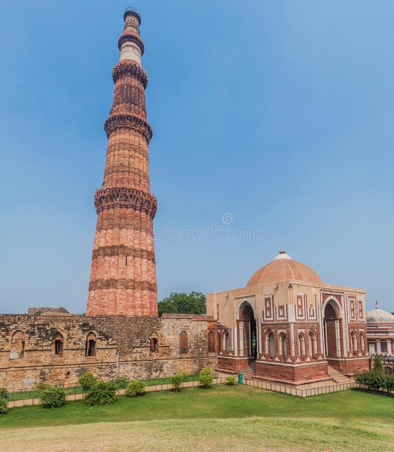 Μιναρές Minar Qutub στο Δελχί, IND στοκ φωτογραφία