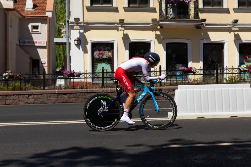 ΜΙΝΣΚ, ΛΕΥΚΟΡΩΣΙΑ - 25 ΙΟΥΝΊΟΥ 2019: Ο ποδηλάτης από την Πολωνία συμμετέχει χωρισμένη στη γυναίκες μεμονωμένη φυλή έναρξης στα 2$ στοκ φωτογραφίες