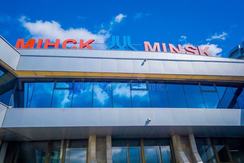 ΜΙΝΣΚ, ΛΕΥΚΟΡΩΣΙΑ - 1 ΜΑΐΟΥ 2018: Υπαίθρια κάτωθι άποψη του διεθνούς αερολιμένα Zhukovsky, με μια αντανάκλαση στο γυαλί, μέσα στοκ εικόνες