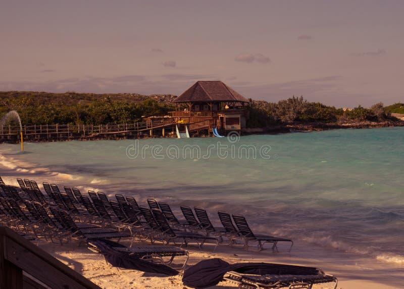 Μισή κοραλλιογενής νήσος φεγγαριών στις Μπαχάμες στοκ φωτογραφία με δικαίωμα ελεύθερης χρήσης