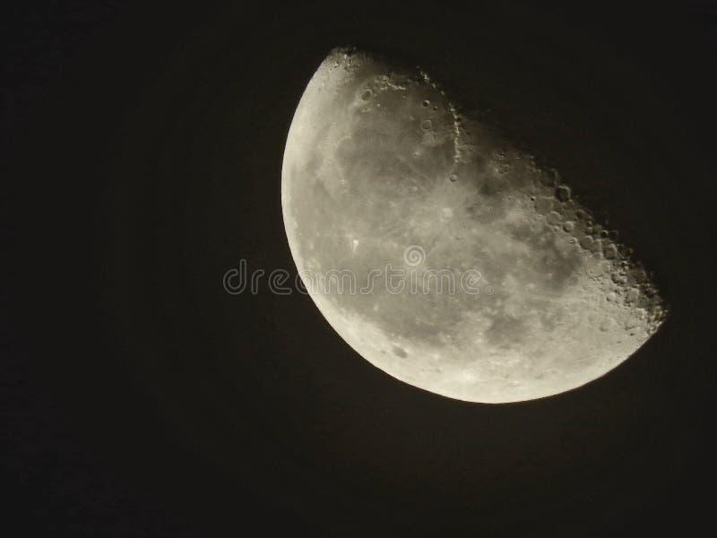 Μισή σελήνη στην Αλγερία απόψε στοκ εικόνες