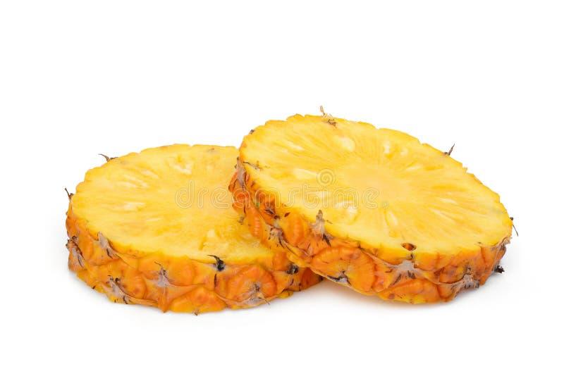 Μισός τεμαχισμένος ανανάς δύο που απομονώνεται στο λευκό στοκ εικόνα με δικαίωμα ελεύθερης χρήσης