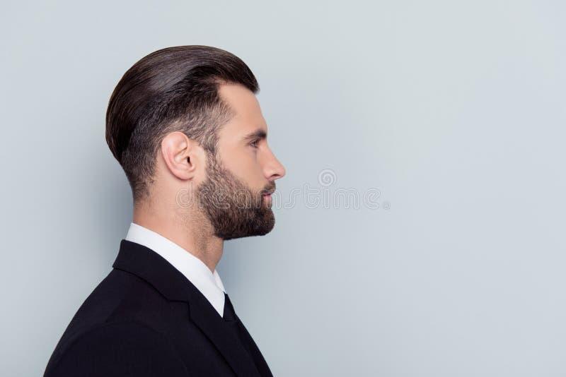 Μισό-αντιμέτωπο στενό επάνω πορτρέτο σοβαρού βέβαιου ακριβούς concent στοκ φωτογραφίες με δικαίωμα ελεύθερης χρήσης