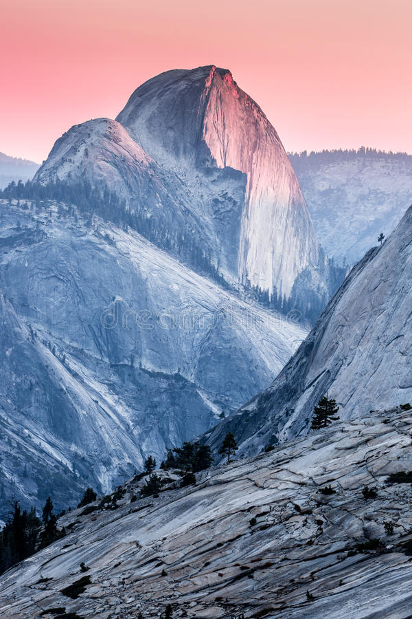 Μισό ηλιοβασίλεμα θόλων, εθνικό πάρκο Yosemite στοκ φωτογραφία με δικαίωμα ελεύθερης χρήσης