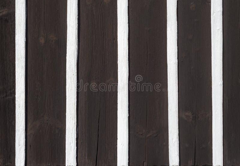 Μισό μαύρο άσπρο ξύλο σχεδίων σύστασης λεπτομέρειας τοίχων αρχιτεκτονικής εφοδιασμού με ξύλα στοκ φωτογραφία