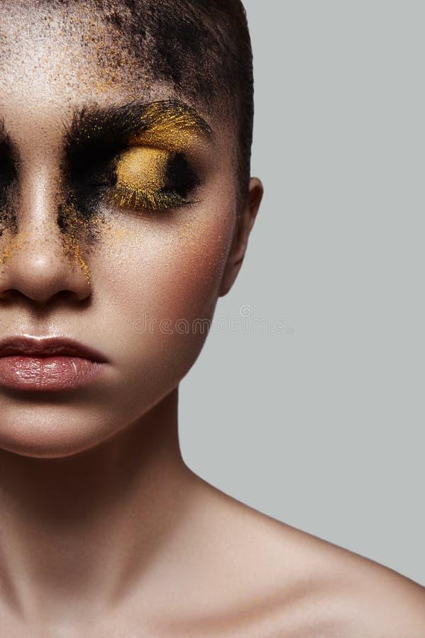 Μισό πρόσωπο του προτύπου ομορφιάς μόδας με Makeup στοκ φωτογραφίες