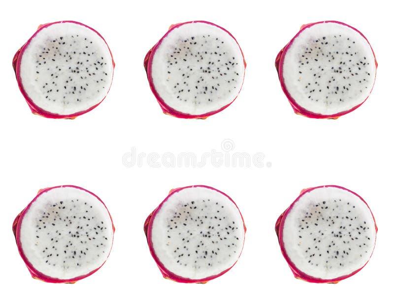 Μισό pitahaya με την άσπρη σάρκα και το μαύρο σύνολο φρούτων σχεδίων σπόρων τροπικό στοκ φωτογραφία με δικαίωμα ελεύθερης χρήσης