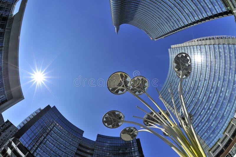 Μιλάνο, Ιταλία, νέοι ουρανοξύστες Porta Nuova στην πλατεία του Gael Aulenti στοκ φωτογραφία με δικαίωμα ελεύθερης χρήσης