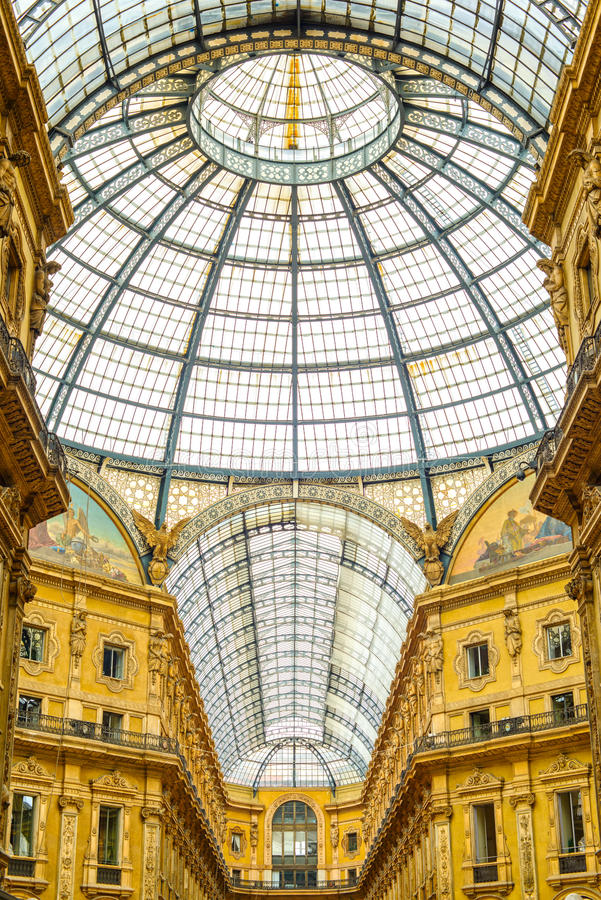 Μιλάνο, Vittorio Emanuele ΙΙ αστική στοά, ιταλική αρχιτεκτονική. στοκ φωτογραφία με δικαίωμα ελεύθερης χρήσης