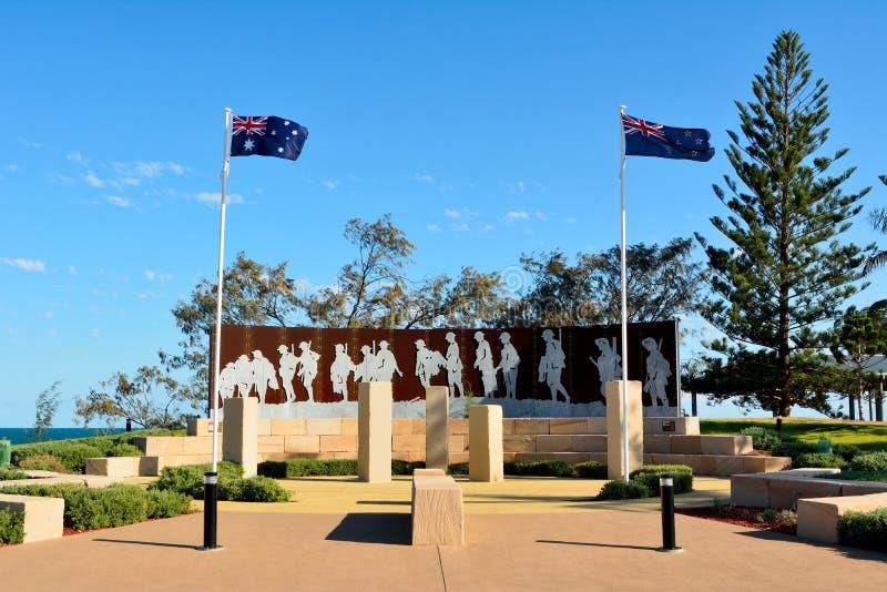 Μνημείο δικαστηρίου Anzac στο μέτωπο παραλιών στο πάρκο ΟΝΕ, Queensland στοκ εικόνες