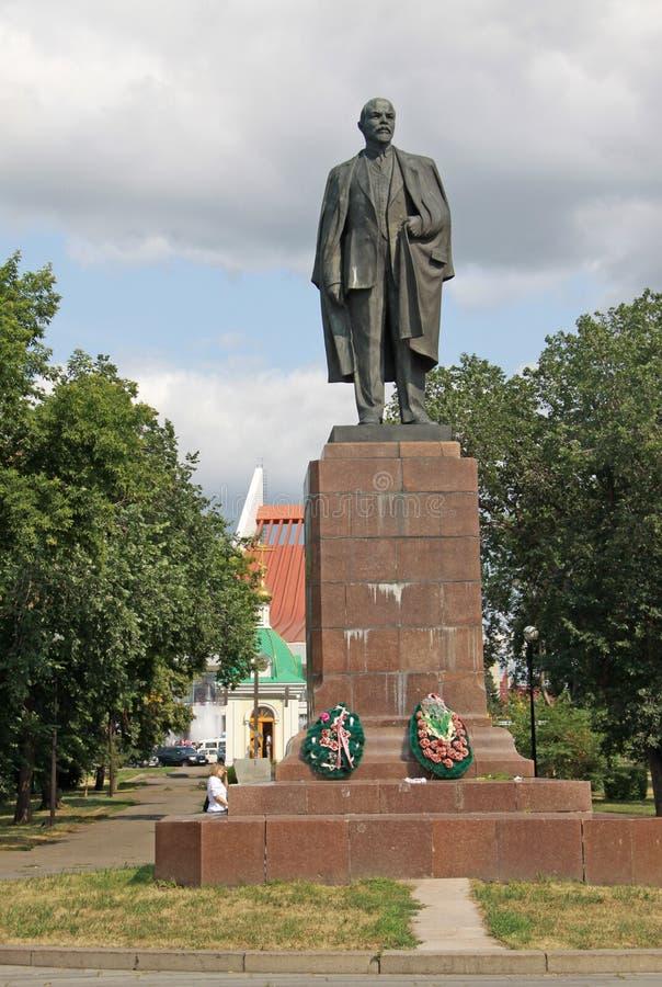 Μνημείο Λένιν σε μια πλατεία Λένιν στο Ομσκ, Ρωσία στοκ εικόνες με δικαίωμα ελεύθερης χρήσης
