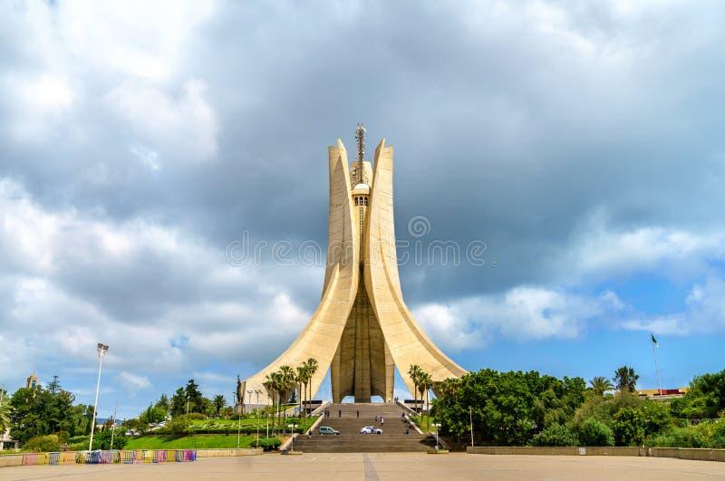 Μνημείο μαρτύρων για τους ήρωες που σκοτώνονται κατά τη διάρκεια της αλγερινής επανάστασης αλγεβρικό στοκ εικόνες