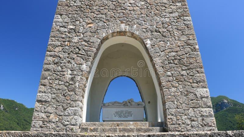"""Μνημείο οστεοφυλακίων Sant """"Anna Di Stazzema Μνημείο της ναζιστικής σφαγής της 12ης Αυγούστου 1944 στοκ εικόνες"""
