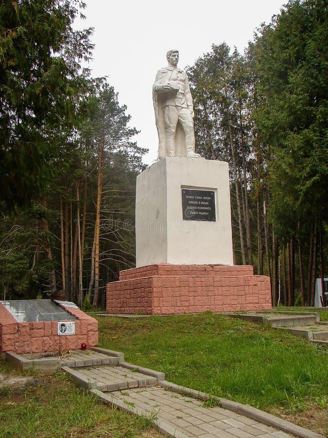 Μνημείο σε έναν αδελφικό τάφο στην περιοχή Kaluga της Ρωσίας στοκ φωτογραφία με δικαίωμα ελεύθερης χρήσης