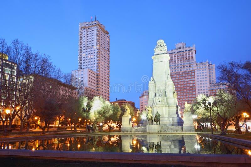 Μνημείο σε Θερβάντες τη νύχτα στοκ φωτογραφία