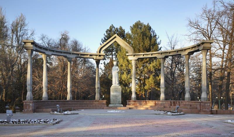 Μνημείο σε Kurmanjan Datka σε Bishkek Κιργιζιστάν στοκ εικόνα με δικαίωμα ελεύθερης χρήσης