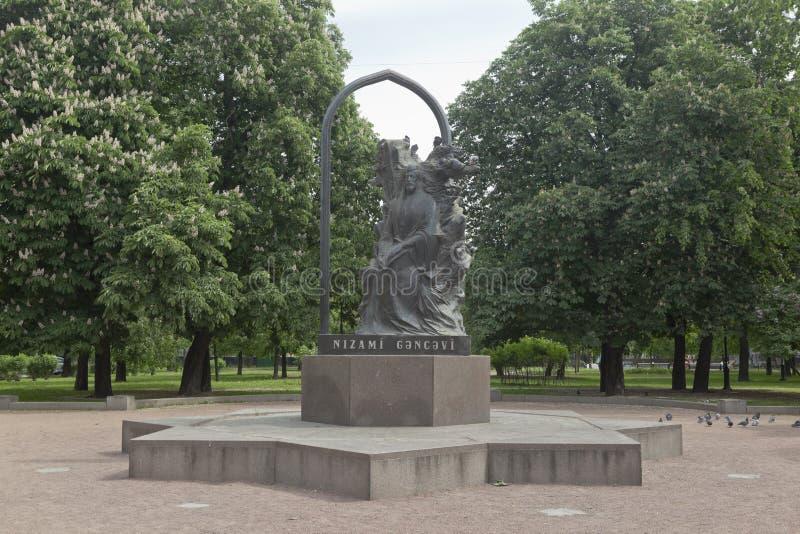 Μνημείο σε Nizami Ganjavi στη λεωφόρο Kamennoostrovsky στη Αγία Πετρούπολη στοκ εικόνα με δικαίωμα ελεύθερης χρήσης